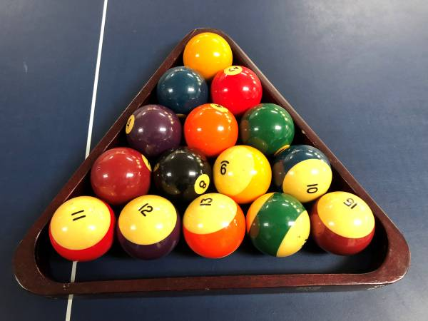 ... A Ping Pong Table Top With Net That Sits On Top Of The Pool Table.  Please Note   Pool Tables Are Very Heavy. We Will Not Be Able To Help You  Move It.